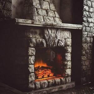 Огонь в старом камине
