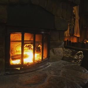 Отопительная печь с камином