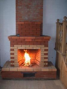 Самый простой камин из кирпича с прямым дымоходом