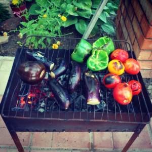 Овощи на мангале из металла