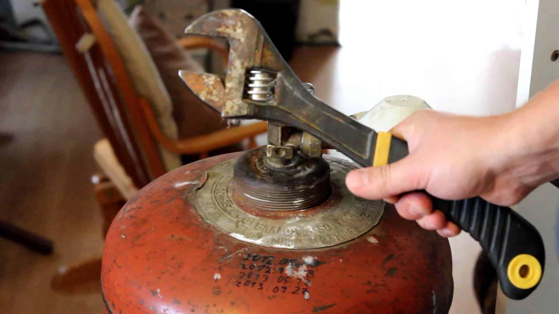 Как разобрать газовый баллон