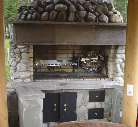 Летняя беседка с мангалом и барбекю