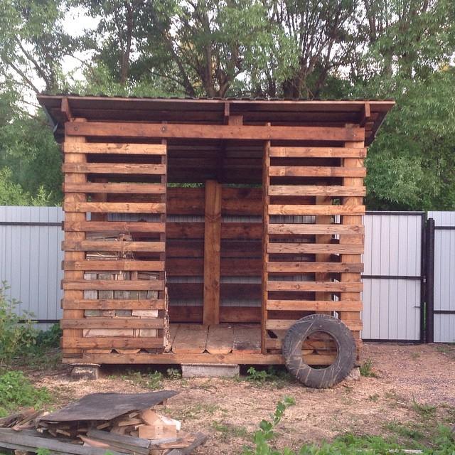 Как построить дровяник на даче своими руками 70