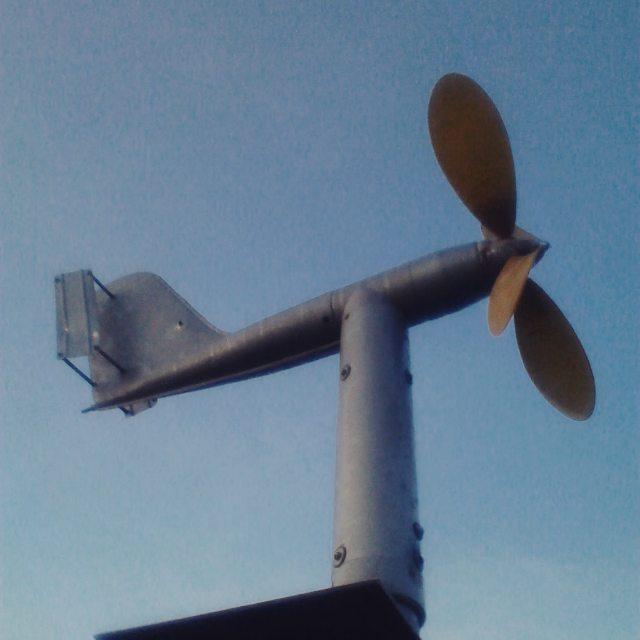 Флюгер-самолет