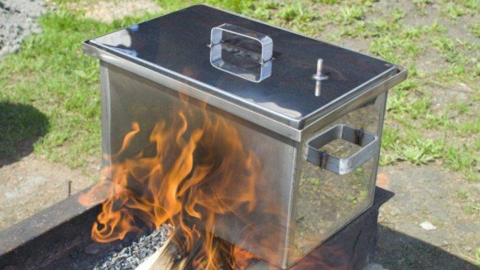 Коптильня горячего копчения из металлических листов