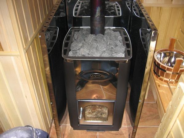 Печь с металлическим защитным экраном