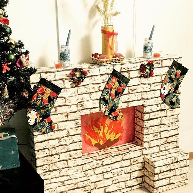4 варианта камина из коробок на Новый год и Рождество своими руками
