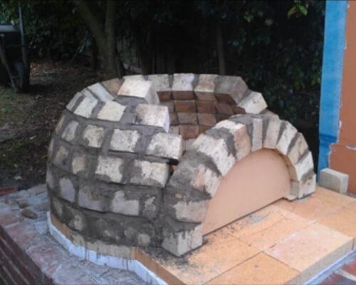 Кладка помпейской печи на дачном участке
