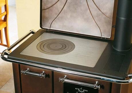 Печная плита, выполненная из чугуна
