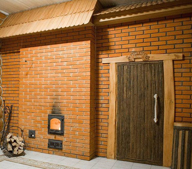 Банная печь с закладкой из комнаты отдыха
