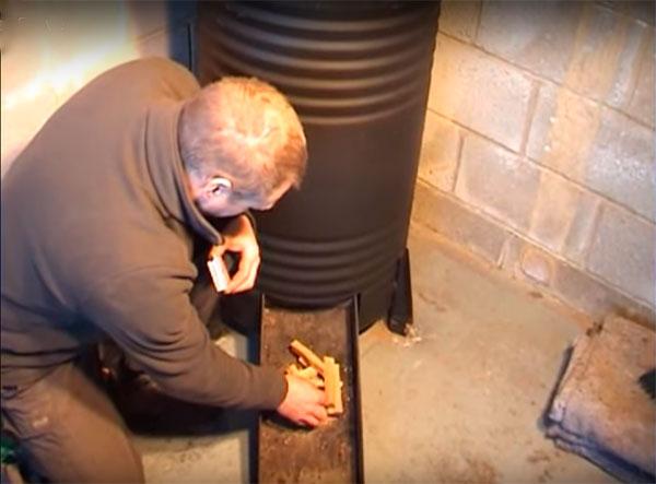 Проверяем самодельную печь из бочки на опилках