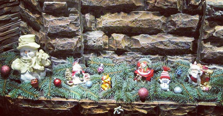 Новогодний декор каминной полки